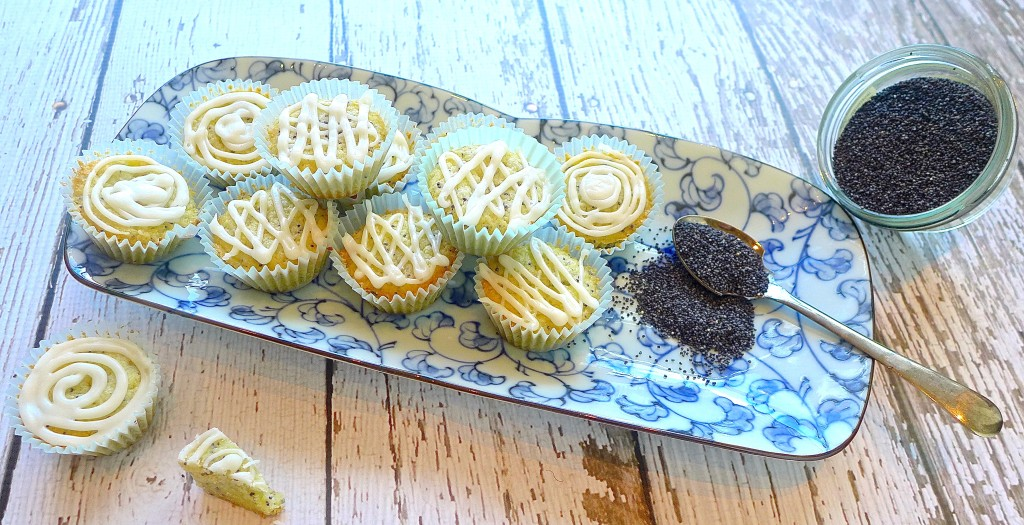 Dig in to Lemon Poppy Seed Cookie Cups with Lemon Icing. Lemony, sweet and lip smacking-good!