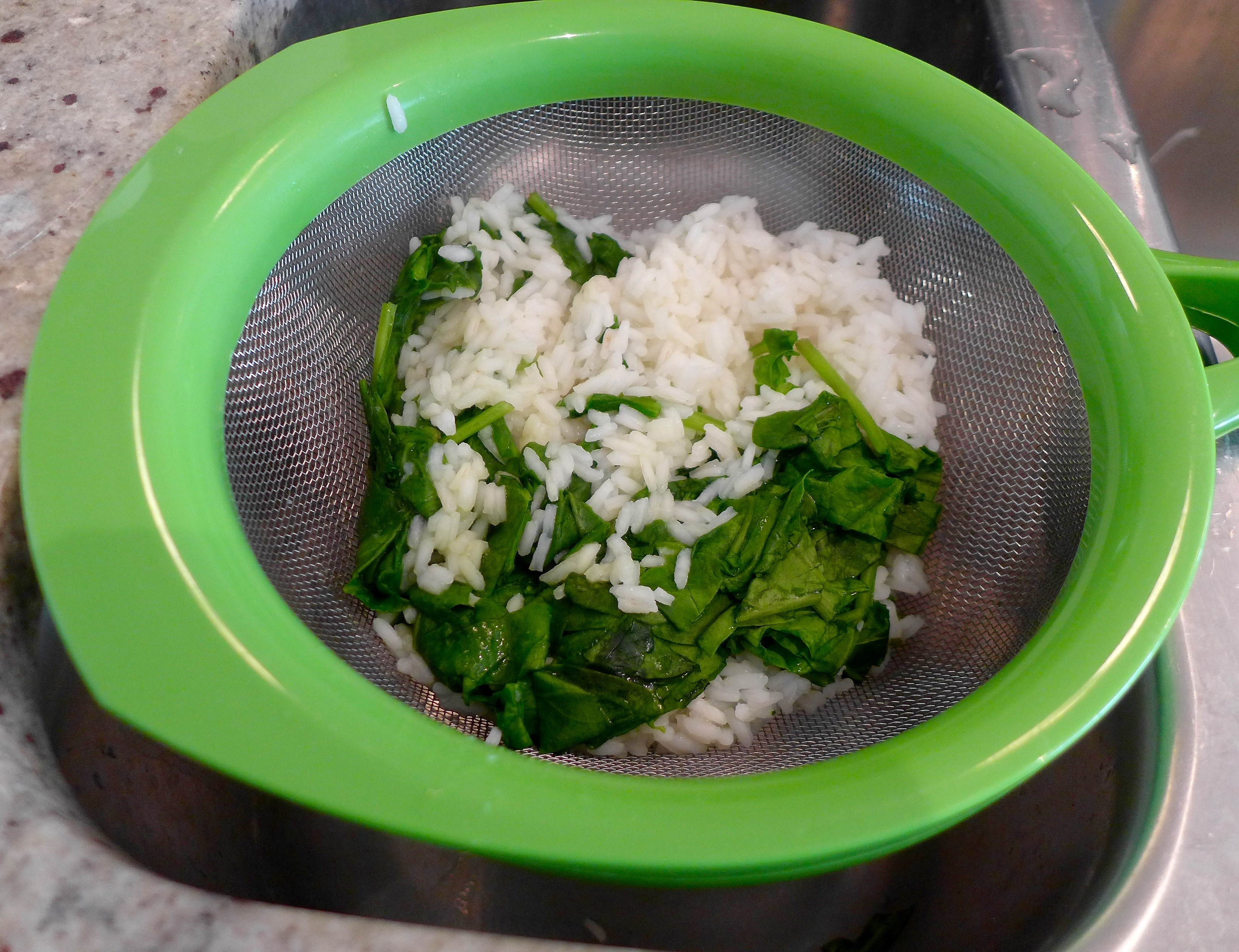 Drain rice and spinach.